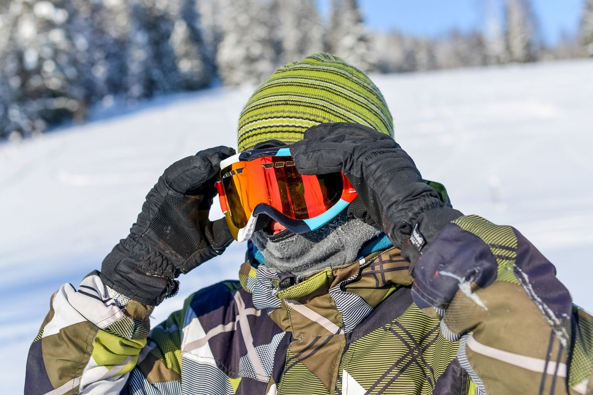 Putting on snow goggles