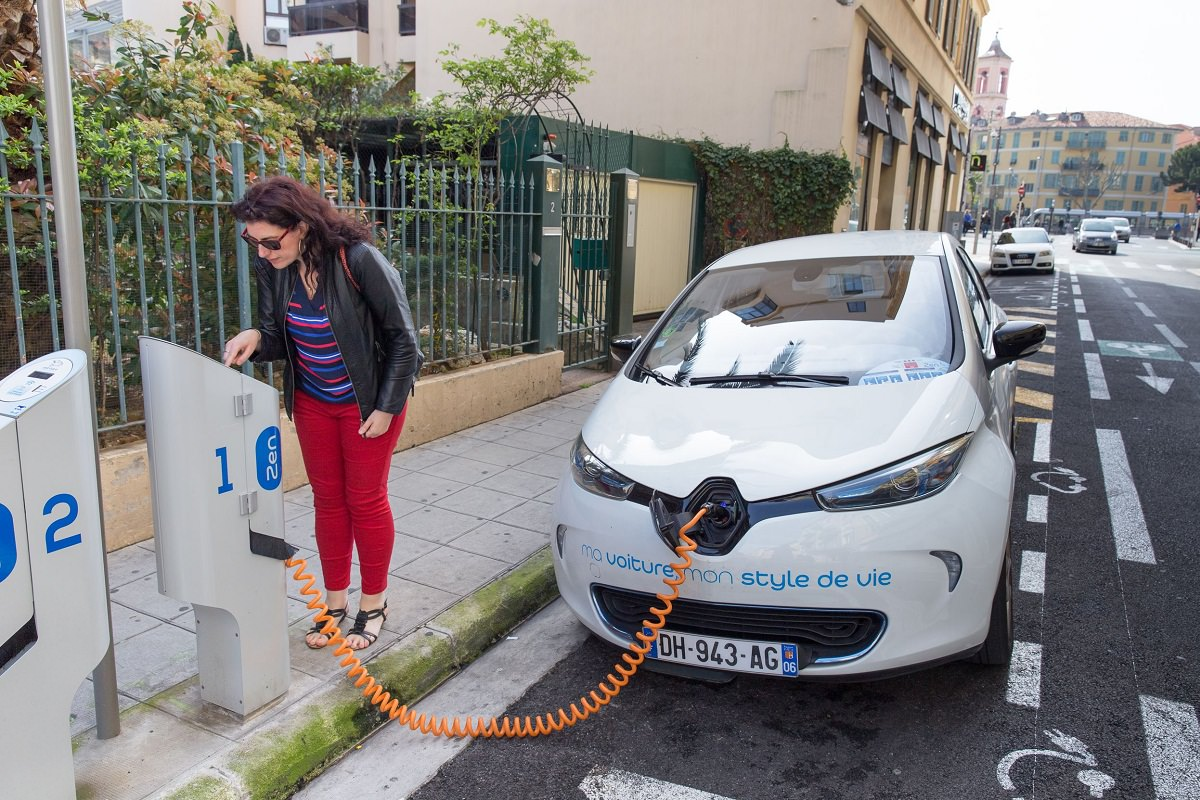 8 Reasons Why Electric Cars Aren't The Best Choice