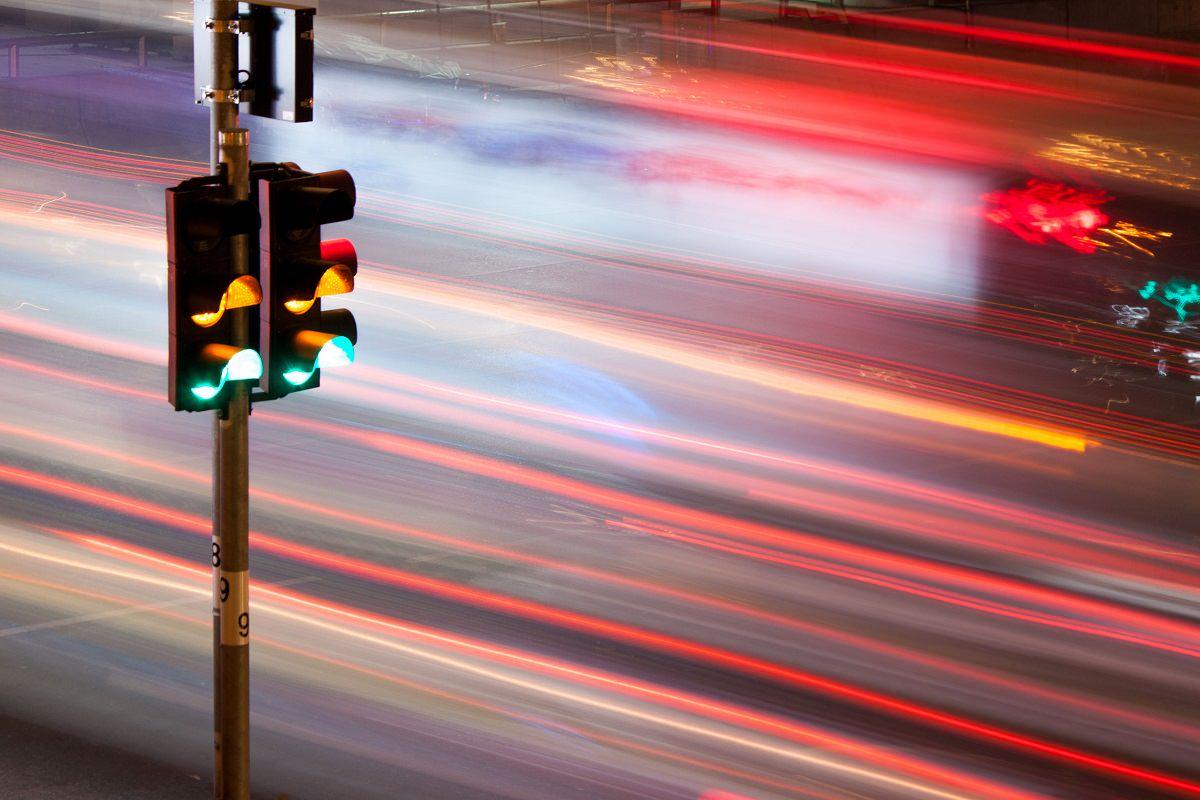 Fast traffic passing a traffic light