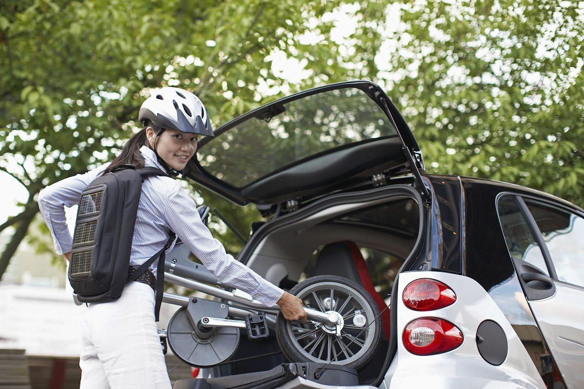Fitting a folding bike in the trunk