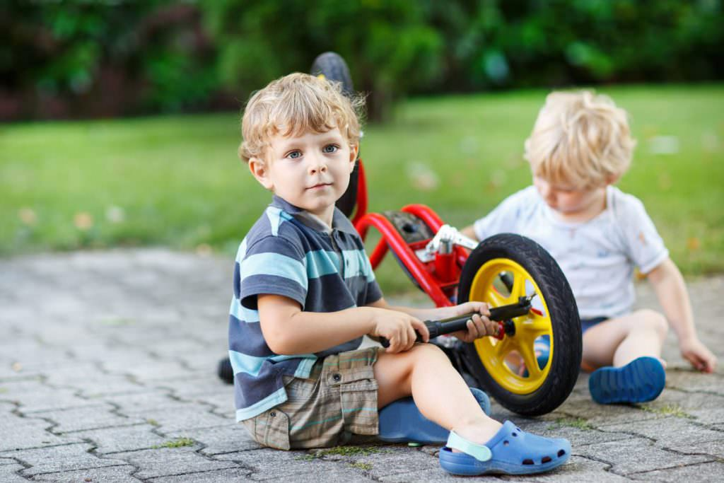how to teach a child to ride without training wheels