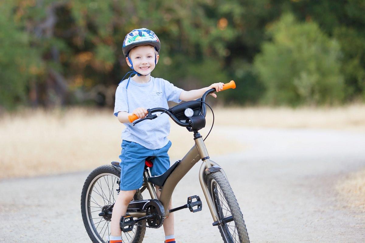 Kid with a mountain bike