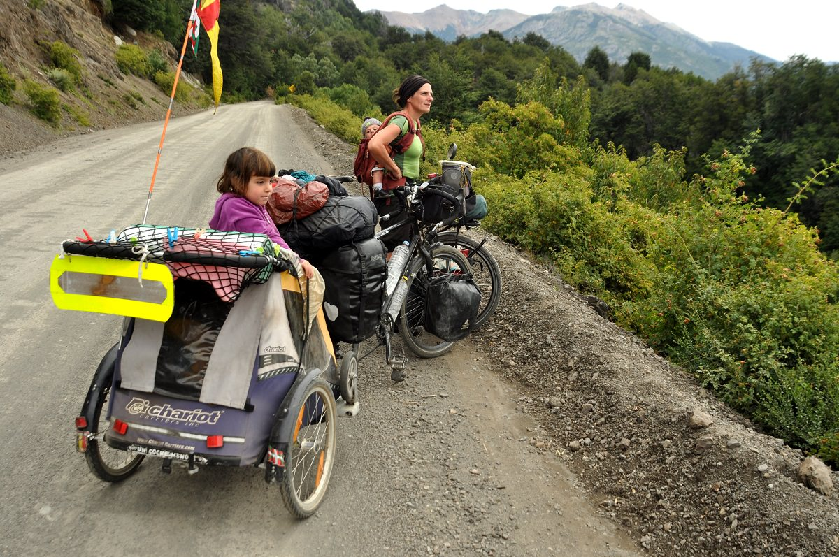 These 2 Children Grew Up In A Bike Trailer And Loved It