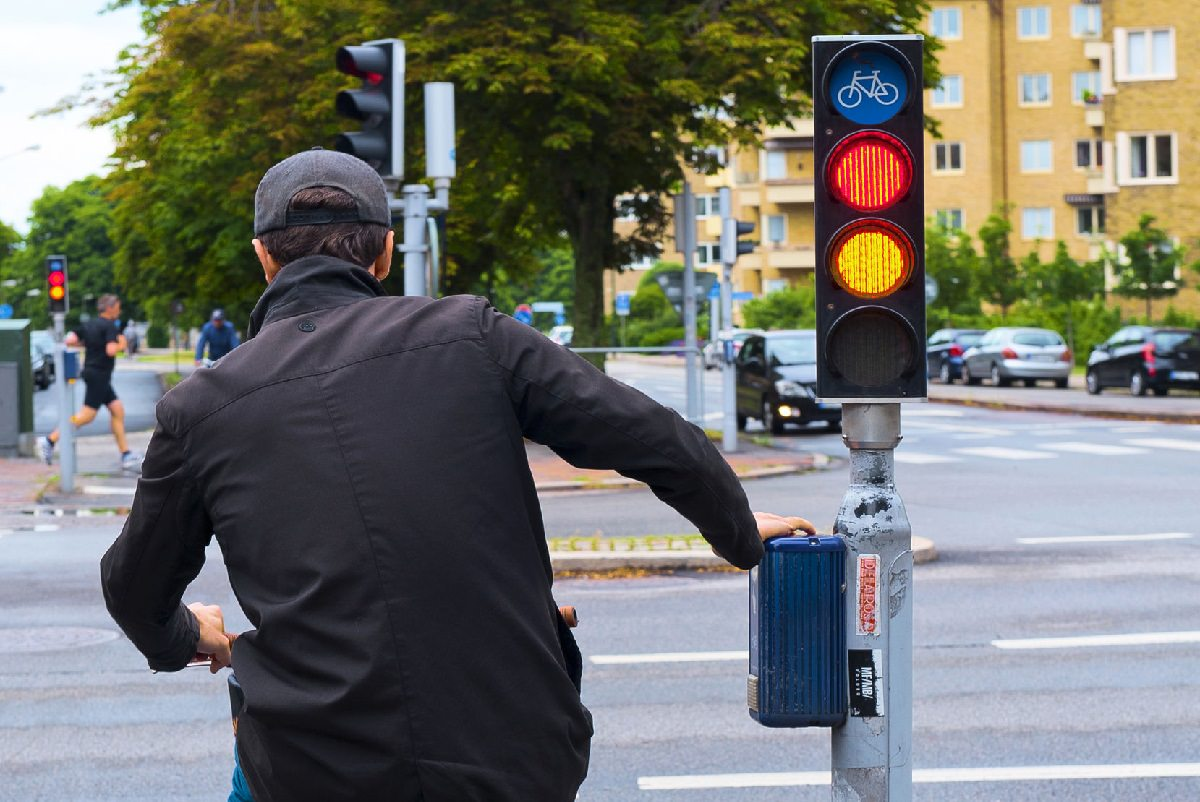 Cyclist stopping at a red light