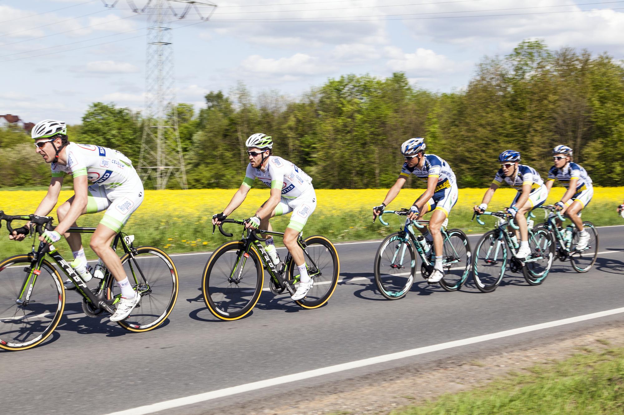 race on road bike wheels