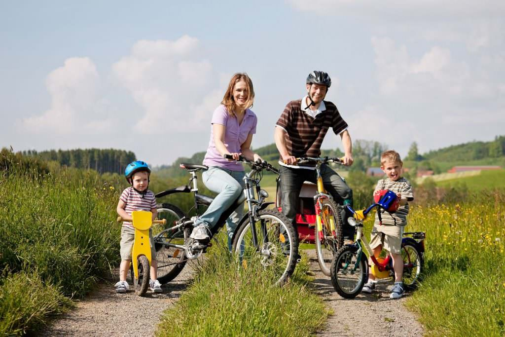 Family with bike trailer and kids