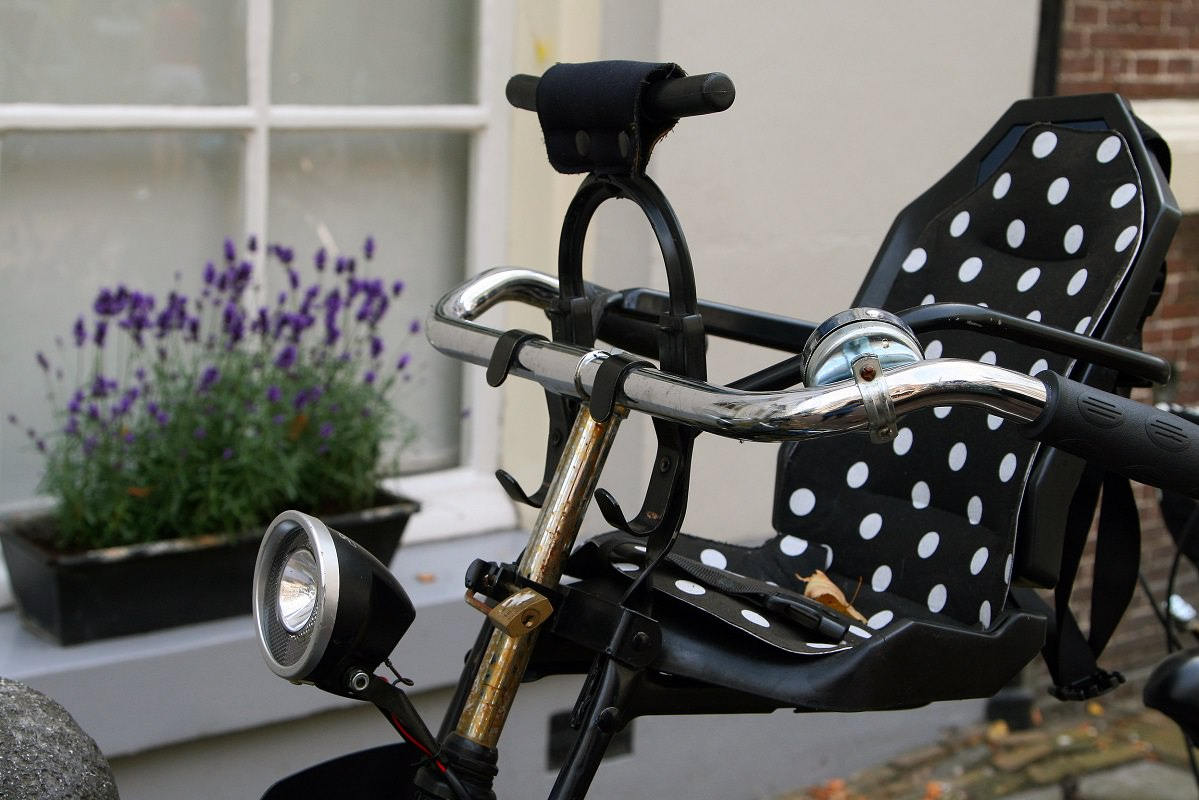 Front mounted baby bike seat