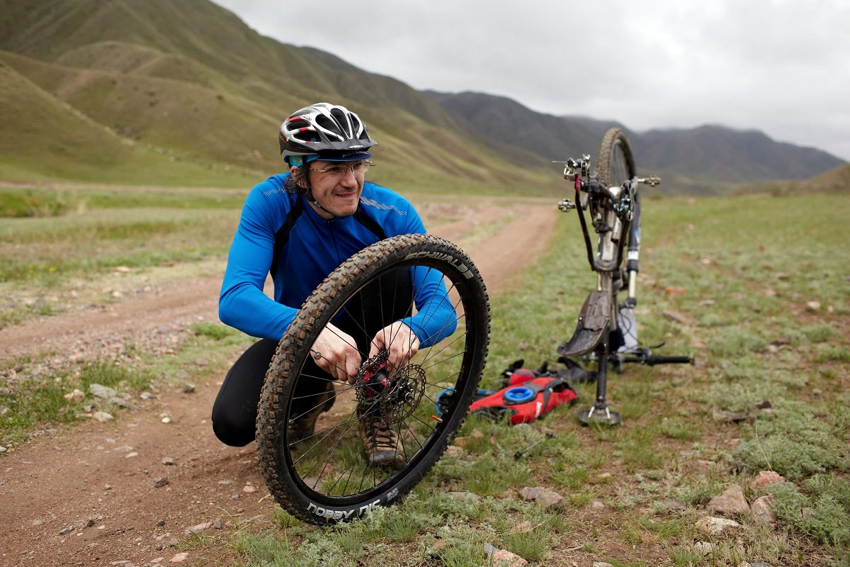 Changing mountain bike tire