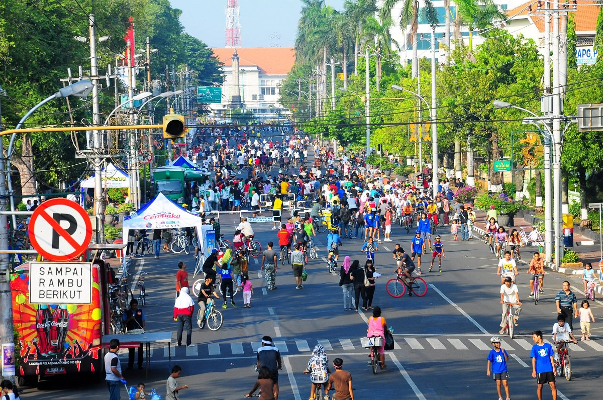 Car free street party