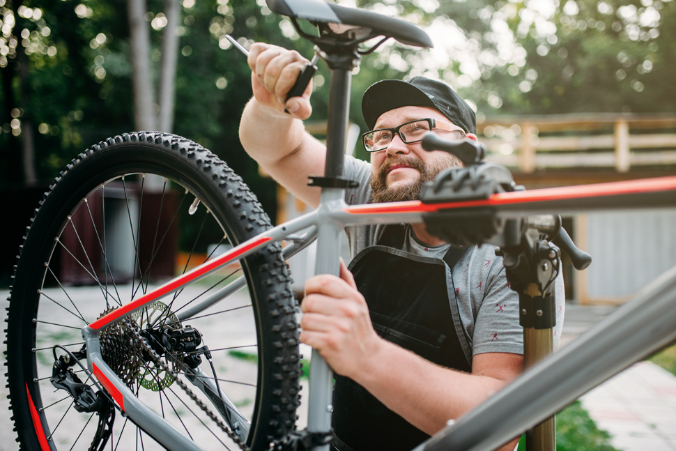 Adjusting bike seat